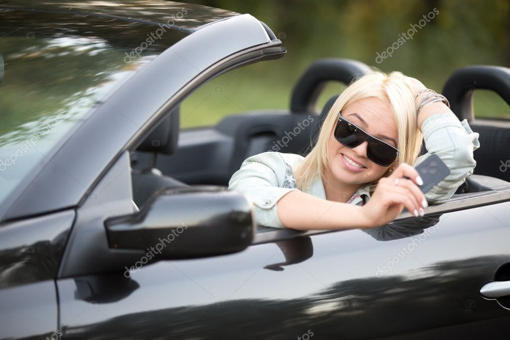 Bayan Araba Kart Anahtar Ile Stok Foto Fizkes 84199582