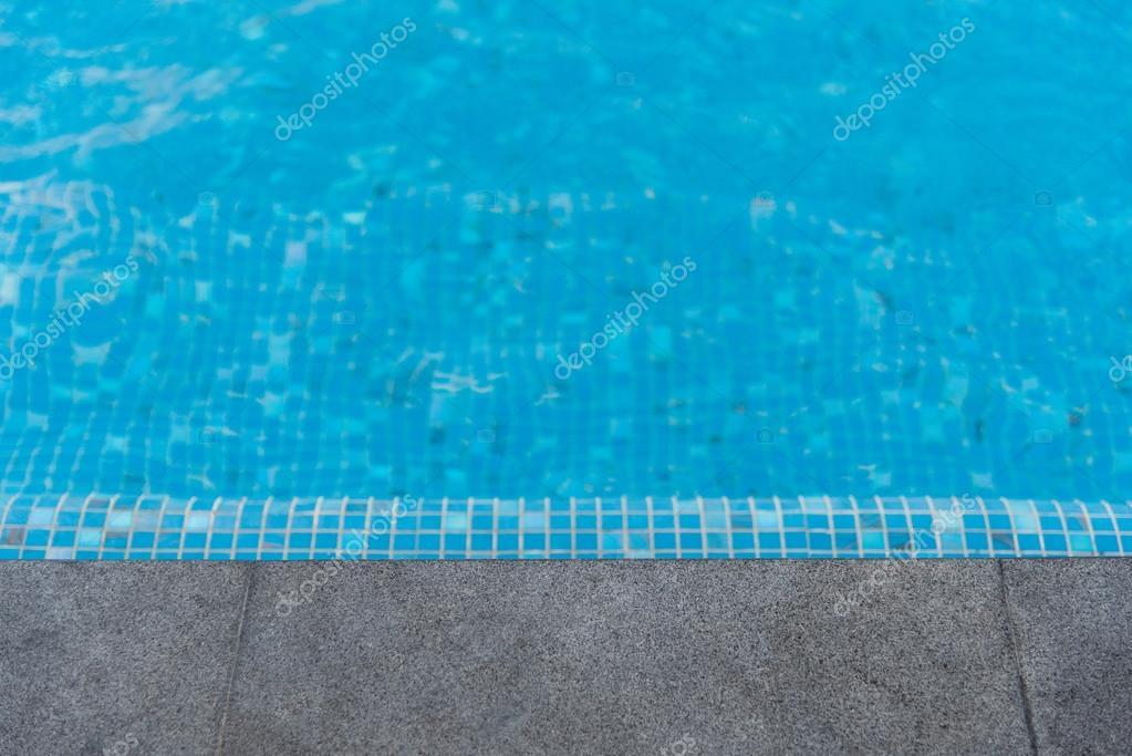 Zwart granieten stenen zwembad rand u stockfoto aon