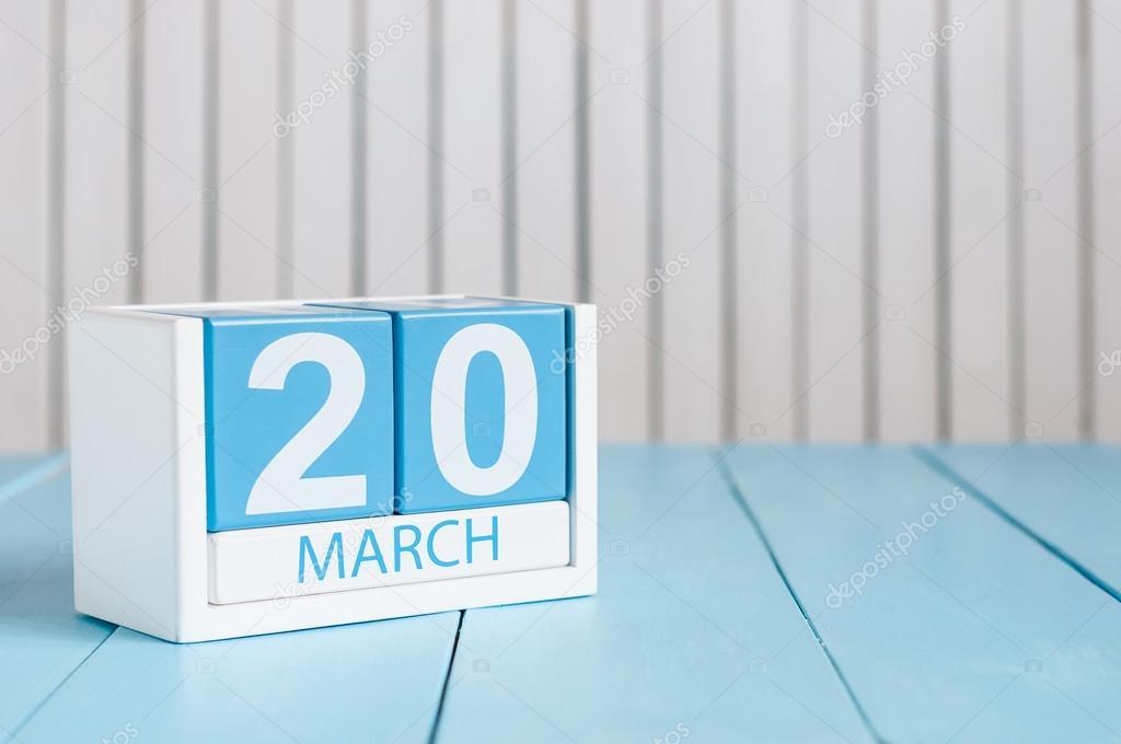 4 de marzo. Imagen del 4 de marzo calendario de color de madera ...