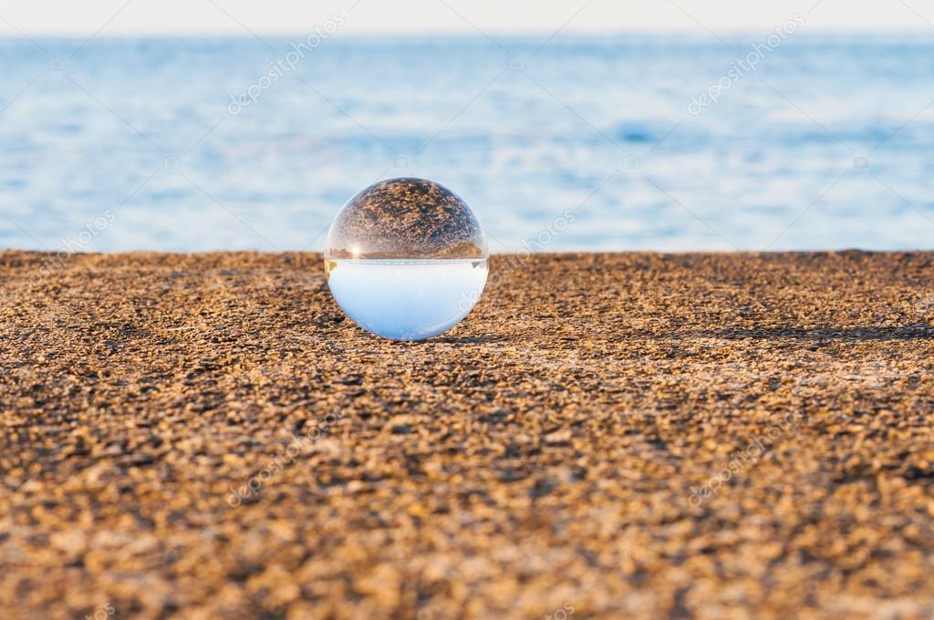 Risultati immagini per sfera sul mare