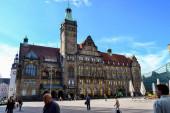 06.10.2011. Chemnitz. Ostdeutschland. Altes Rathaus und Rathaus (Rattenhaus) mit blauem Himmel.