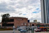 06.10.2011. Chemnitz. Ostdeutschland. Hochregallager und Geschäfte im Zentrum von Chemnitz bei bewölktem und sehr bewölktem Himmel..