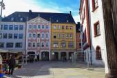 06.10.2011. Chemnitz. Ostdeutschland. Altes Stadtzentrum rosa und gelbes altes Gebäude.