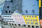 06.10.2011. Chemnitz. Ostdeutschland. Altes Stadtzentrum rosa und gelb altes Gebäude von der Spitze des Rathausgebäudes.