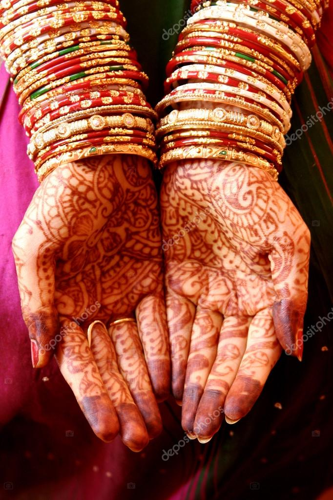 Henna Hands and Bangles - Indian wedding — Stock Photo ...