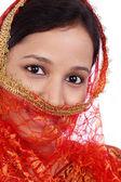 krásná mladá muslimská žena proti bílé
