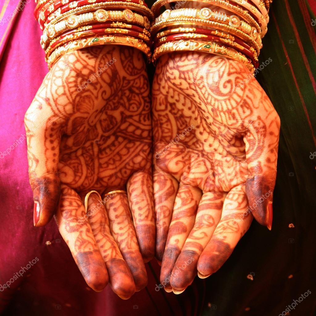 Henna Ręce I Bransoletki Indyjskie Wesele Zdjęcie Stockowe
