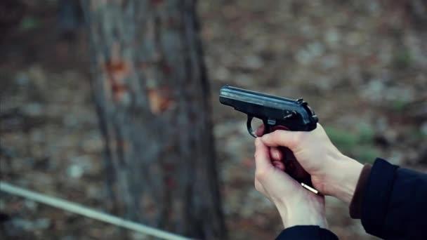 Muž s pistolí