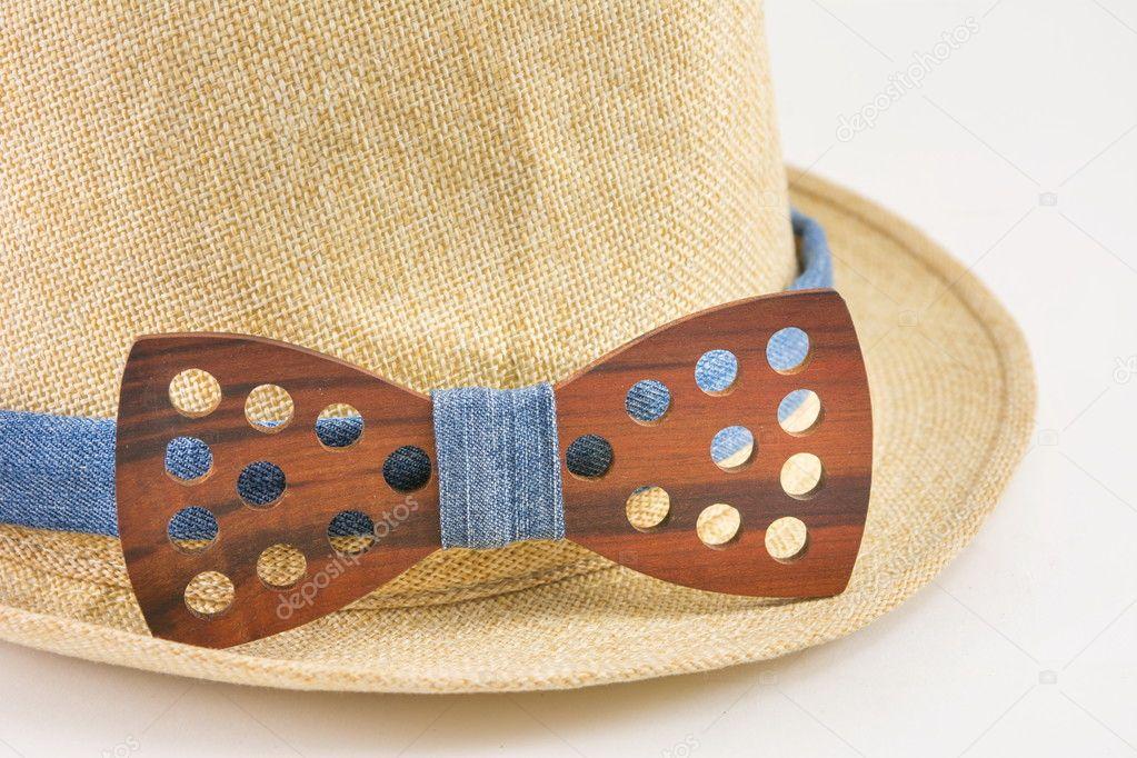 301be05a023 Dřevěná motýlek kolem klobouk — Stock Fotografie © CreativeFamily ...