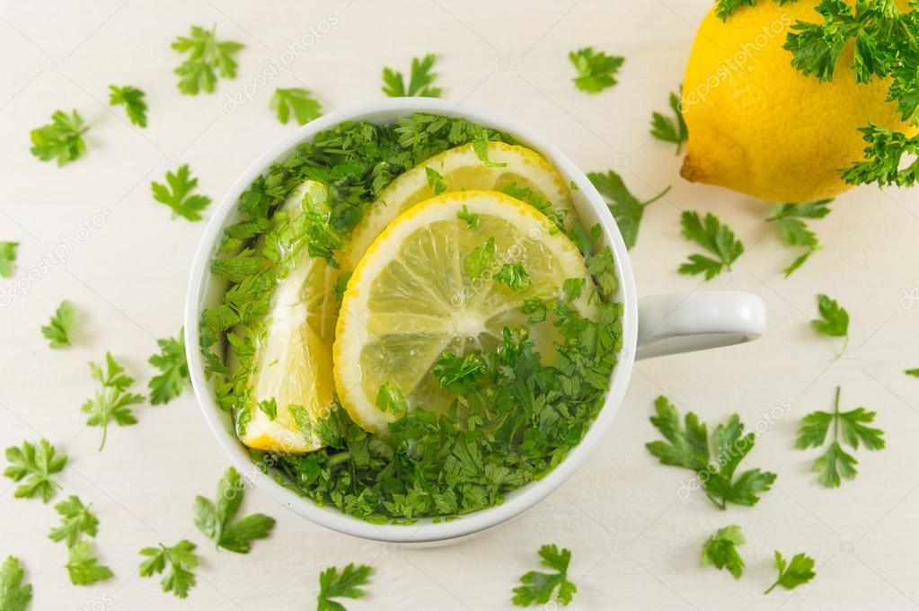 Risultati immagini per acqua prezzemolo limone