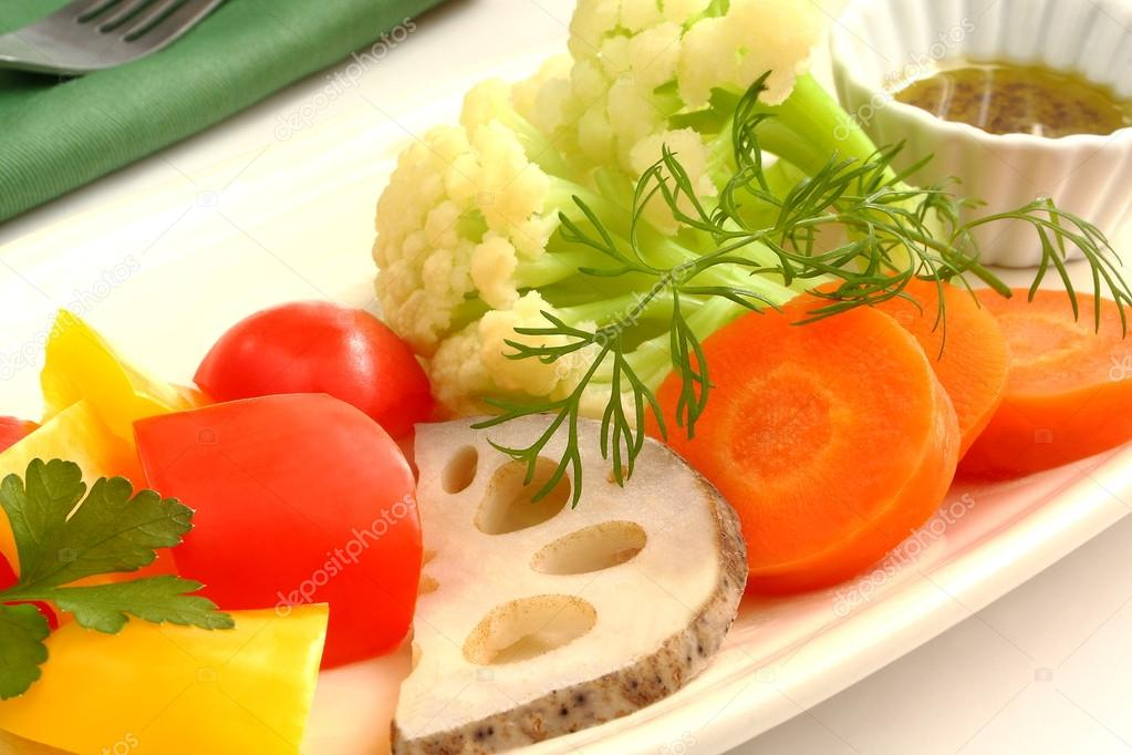 Insalata calda, bollito di verdure, Bagna cauda — Foto Stock ...