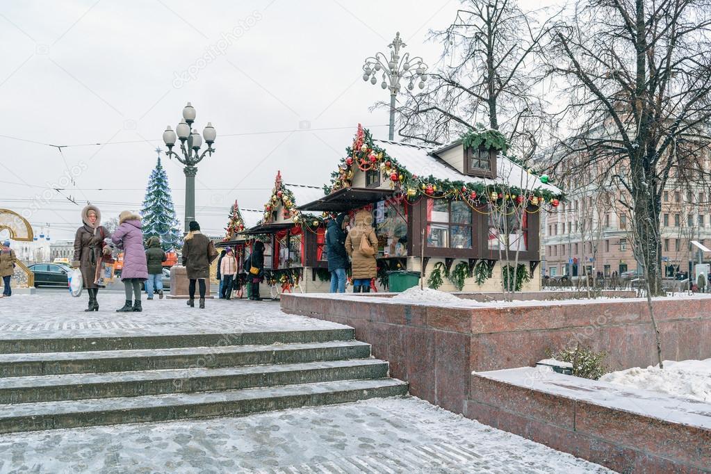 Case eleganti con decorazioni di natale su pushkin square for Case eleganti