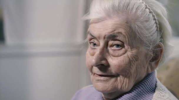 Nagymama. Egy öreg nagymama portréja..