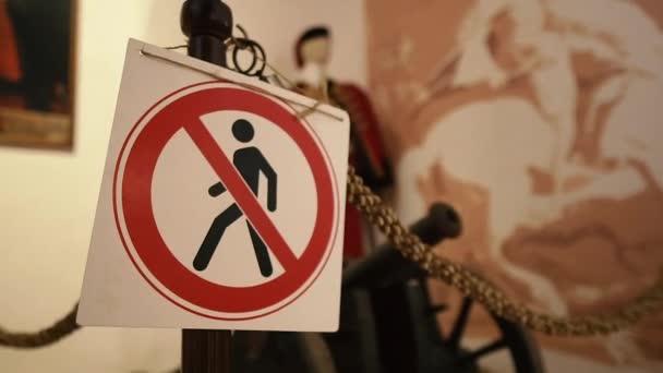 Zeichen. Hinweisschild in Museen verbietet den Eintritt zur Ausstellung.