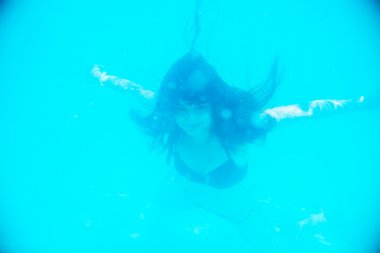 Girl swimming underwater with your eyes open