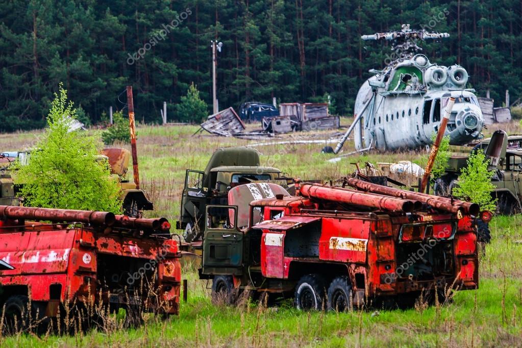 UKRAINE. Exclusion Zone. Chernobyl. Pripyat. - 2007.05.04. Cemet