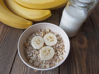oat porridge with bananas and yogurt