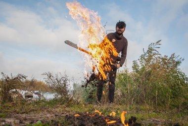 Yanan adam ateş