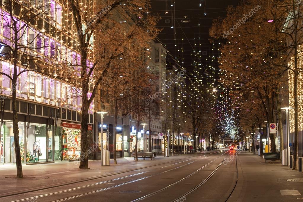 Sternenlicht an der Bahnhofstrasse in Zürich zur Weihnachtszeit ...