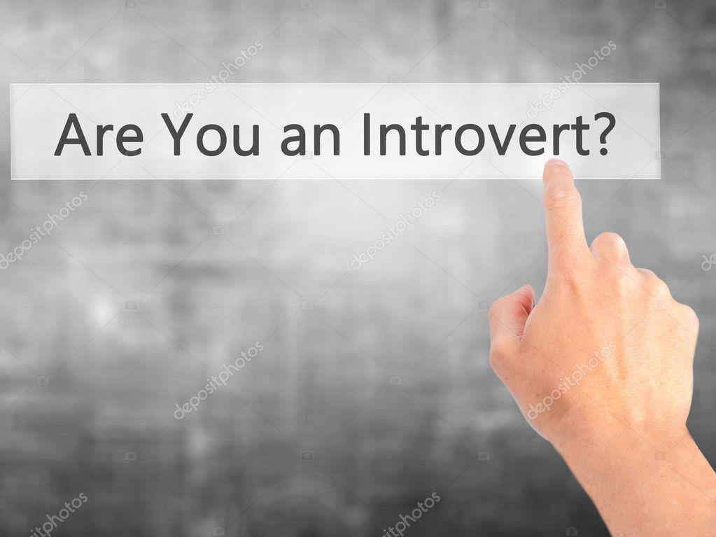 Sind Sie ein introvertierter Mensch? -Hand auf Knopfdruck auf ...