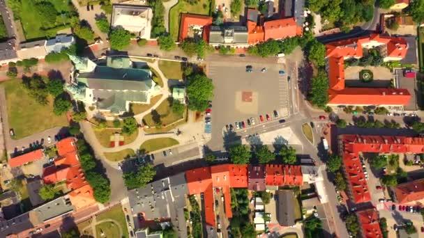 Tájkép a régi város a levegőből a látható. Kilátás történelmi épületekre a piacon. Lowicz, Lengyelország Légierő
