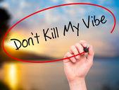 Fotografie Mann Handschrift Dont Kill My Vibe mit schwarzem Filzstift auf visuelle