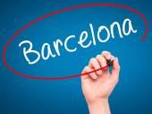 Fotografie Muž ruční psaní Barcelona černým fixem na vizuální displej
