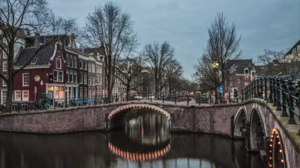 Krásný 4 K timelapse kanály Amsterdamu. Nizozemsko
