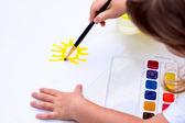 Photo The child draws the sun.