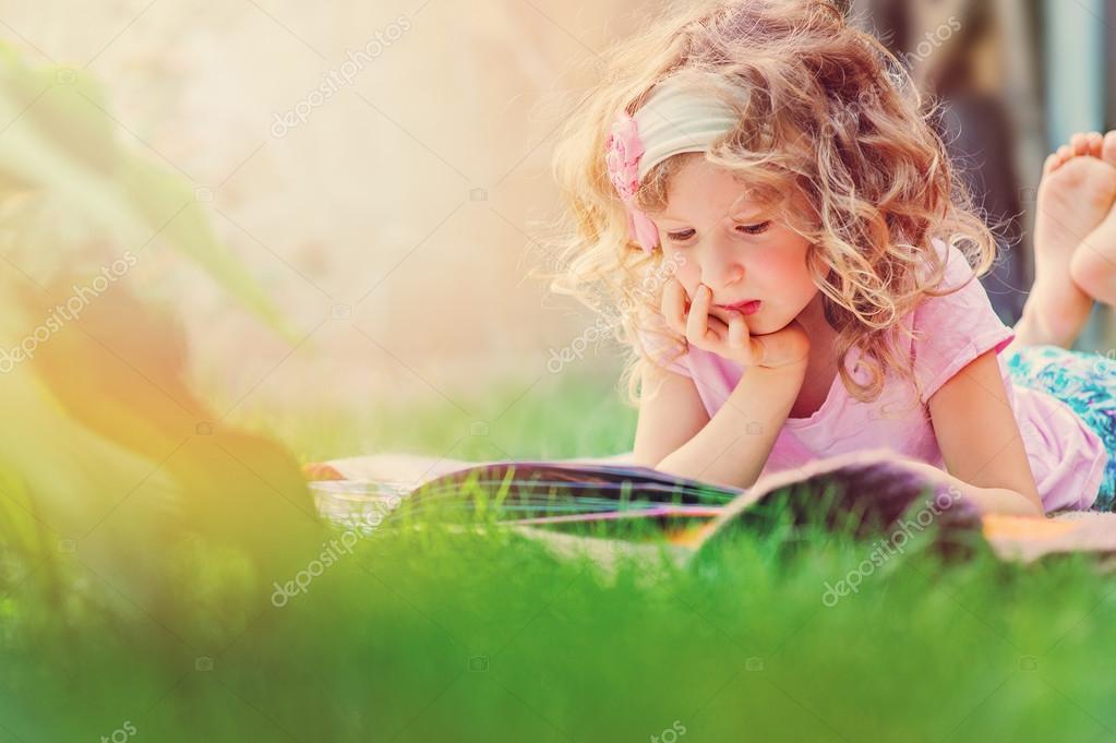 Livre De Lecture Fille Enfant Mignon Reveur Age De 6 Ans Au