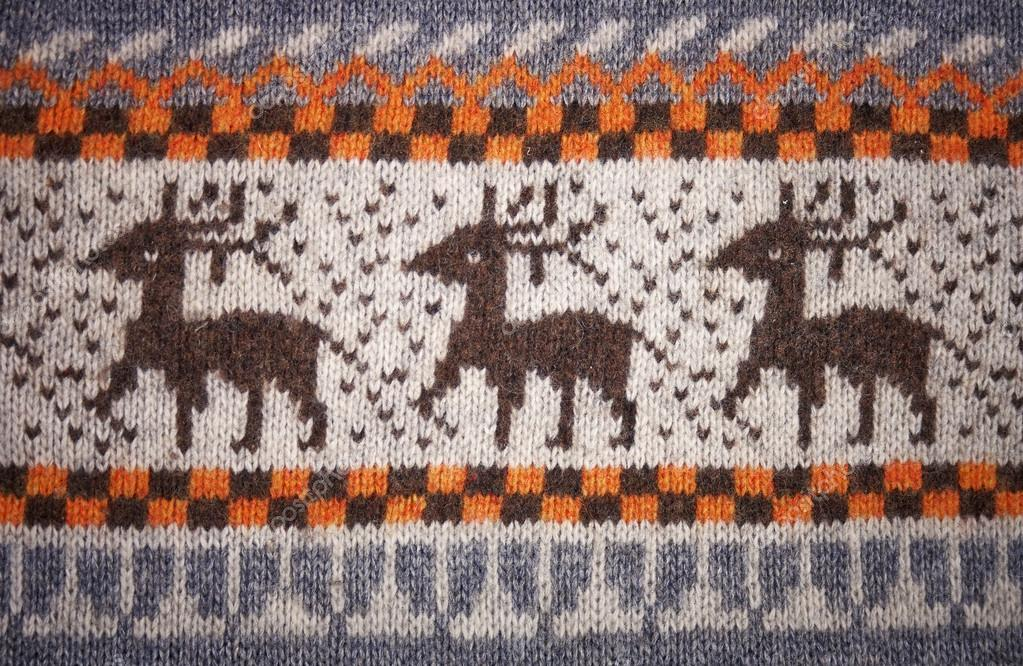 Knit pattern with deers