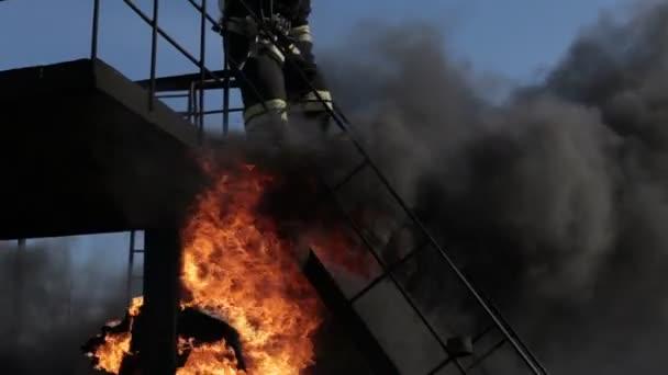 Hasičů při požáru