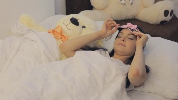 Mladá žena se probouzí