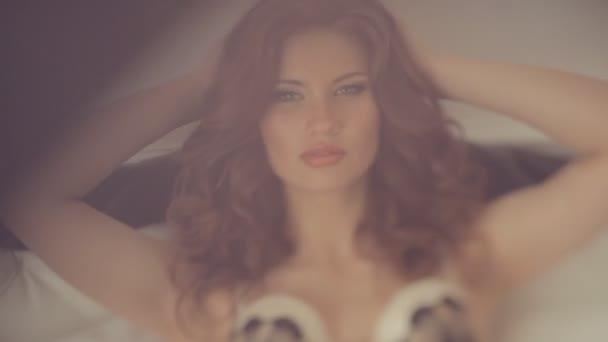 Krásný model v prádle pózuje Foto hotel