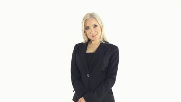 Zavřít úspěšné ženy, usmívající se podnikání s rukama založenýma na bílém pozadí