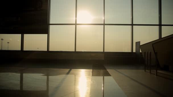 Prázdná hala letiště terminál, čekárnu