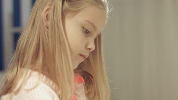 Плоская девка видео снять шлюх рязани