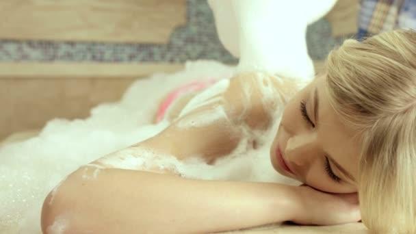 Schöne Blondine auf die Hamam-massage