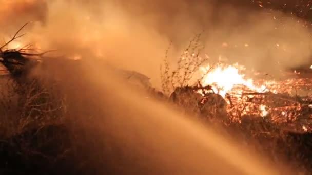 Hasiče uhasit plamen ohně