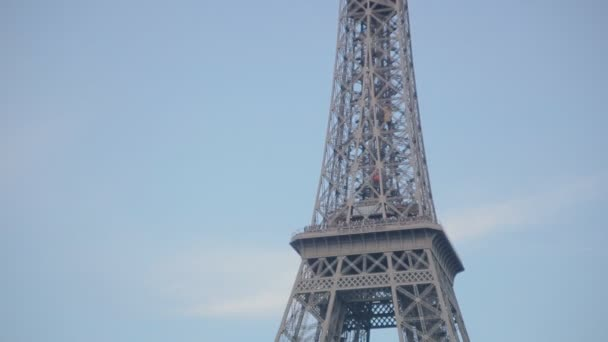 Paříž, Francie-Červenec 23,2015: Pohled od řeky Seiny a Eiffelovy věže na 23 července 2015 Paříž, Francie