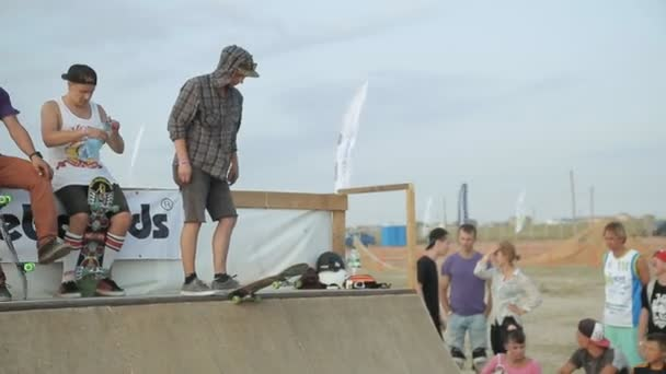 Unsuccessful Performance of athlete in skateboarding in the competition