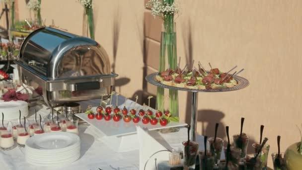 Spousta lákavých a lahodné občerstvení na cateringových