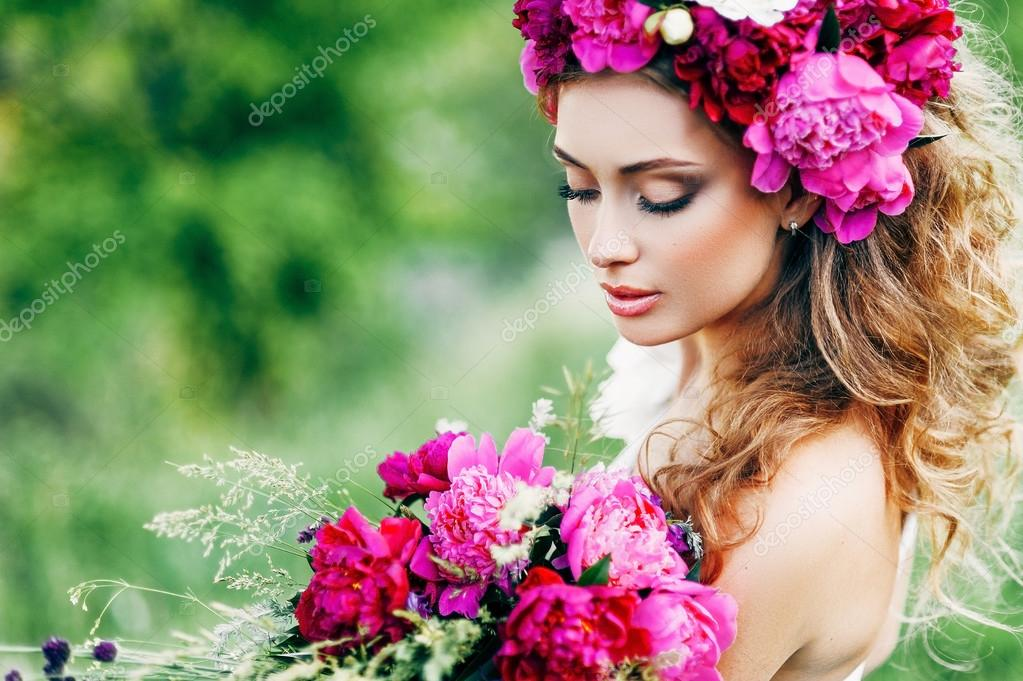 фото девушка с цветами