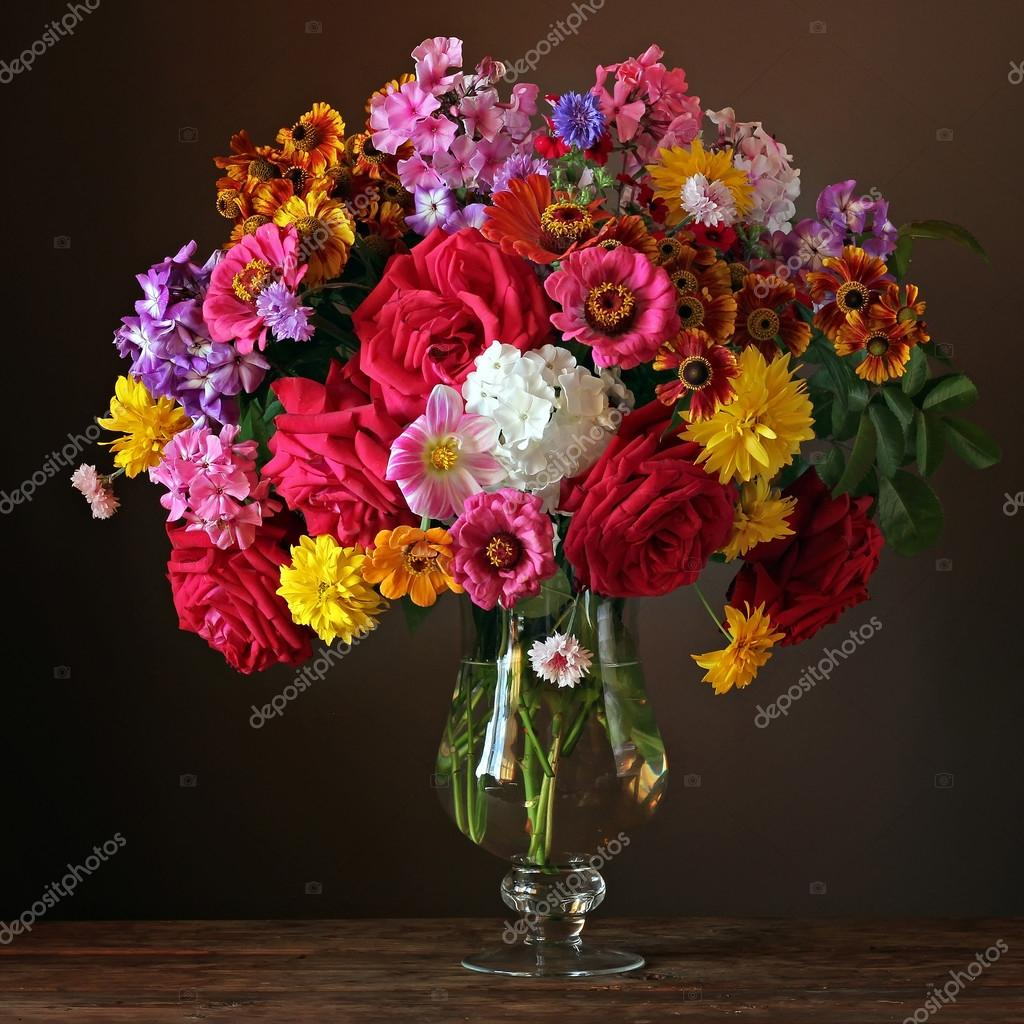 Mazzo Di Fiori In Vaso.Still Life With A Beautiful Bouquet Of Cultivated Flowers Stock