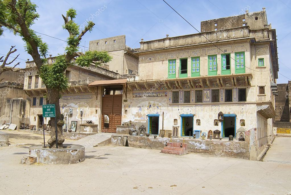 Buitenkant van de haveli in mandawa india u redactionele