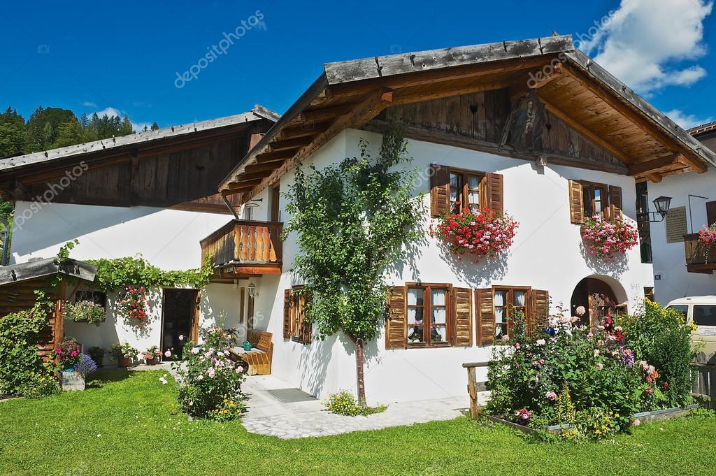 Esterno Di Una Casa : Esterno di una casa di campagna tradizionale bavarese a mittenwald