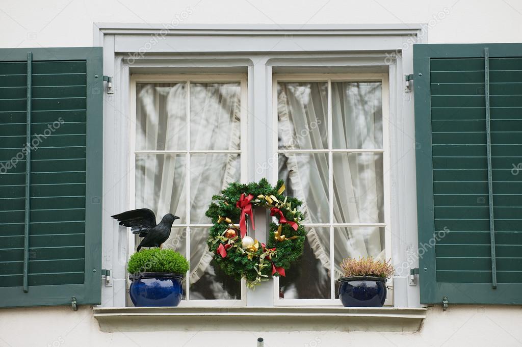 Decorazione Finestre Per Natale : Esterno della finestra con le decorazioni di natale a zurigo
