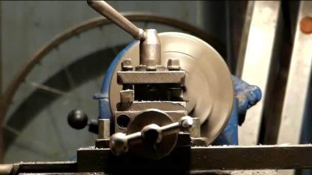 Garáže Workshop stroj pro nudné detaily.
