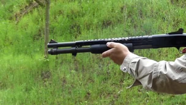 egy lövés egy Shotgun, ban lassú mozgás.