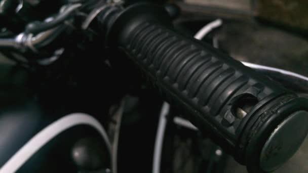 Úchyt na motorce